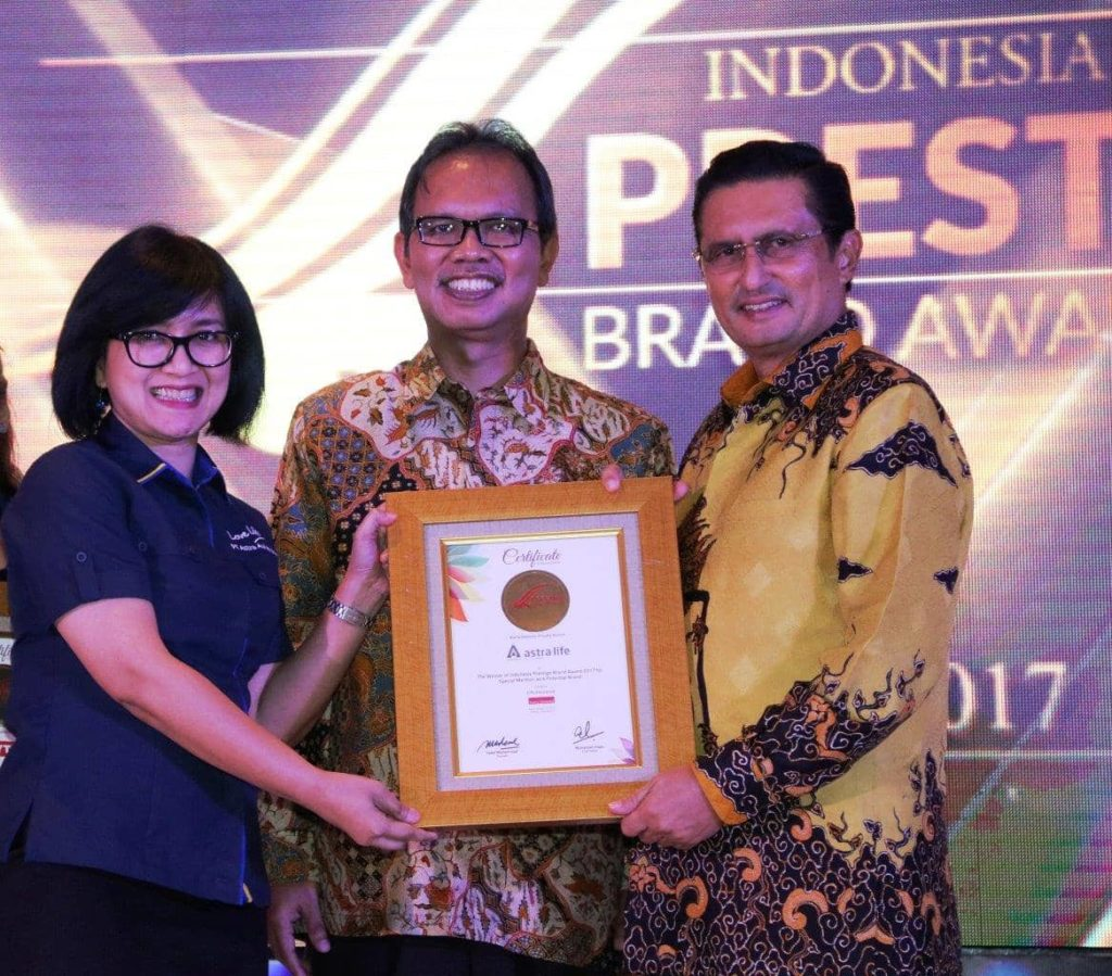 Photo 1 - Penerimaan Special Mention Potential Brand Asuransi Jiwa IPBA 2017