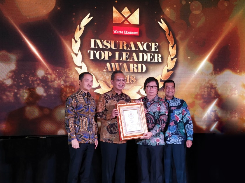Astra Life Raih Penghargaan Insurance Top Leader Award